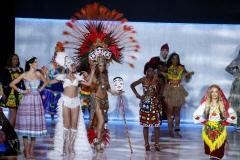 Ulusal Kıyafetlerle Podyumda Yapılan Şovlar